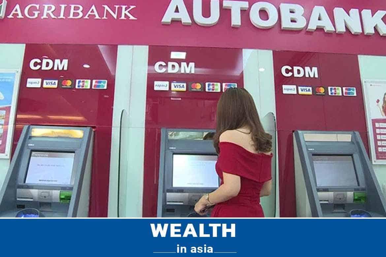 Trực tiếp tại cây ATM Agribank